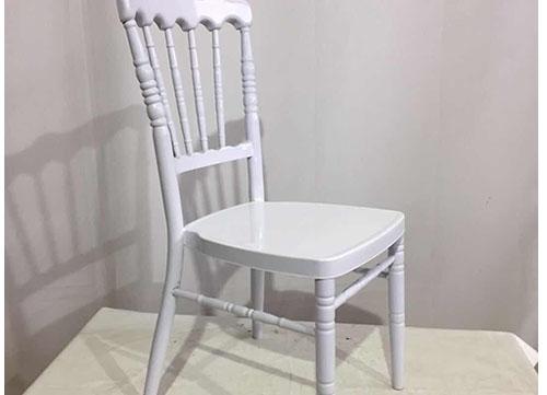 银白色古堡椅